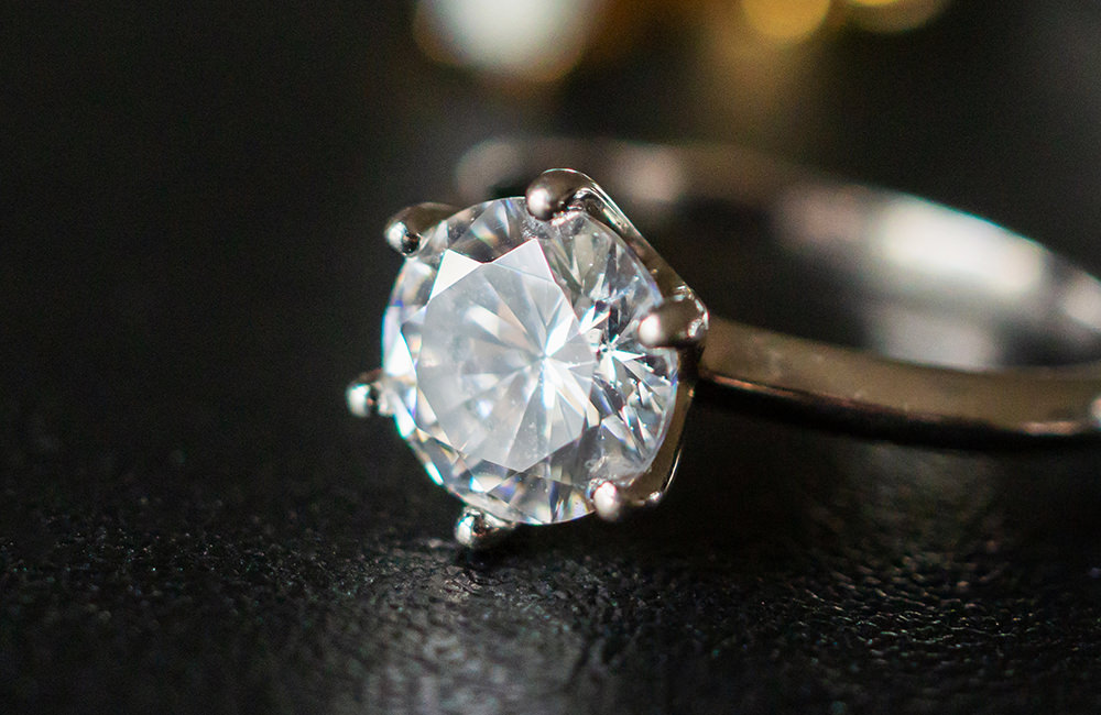 How can you tell a real diamond from a fake?